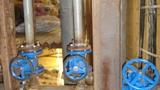 Установка задвижки ABRA на солевом растворе холодильной камеры.
